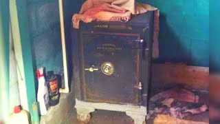 Man Inherits His Great Uncle's Safe And Finds The Treasure of A Lifetime Inside