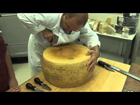 Channel Cheese - How to break open a Parmesan cheese with Carlo Guffanti
