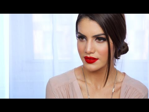 Easy, Classic Red Lip Makeup Look | Makeup Tutorials and Beauty Reviews | Camila Coelho