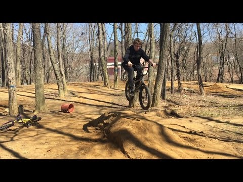 Building Dirt Jumps (time-lapse) #2 BMX