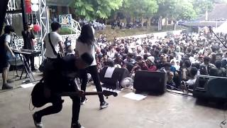 Killing Me Inside Feat Aiu Ratna live perform @SMAN 1 Warungkiara Part I