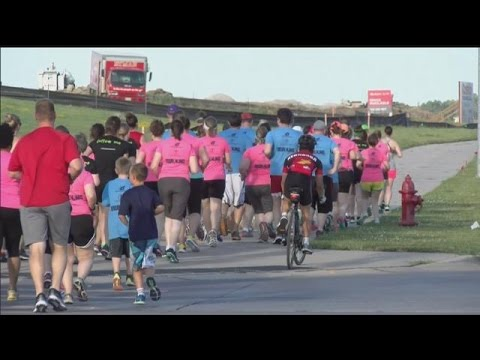 A first step towards getting fit, hundred take part in running program