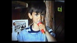 Novak Djokovic - Snimci iz detinjstva kako igra i peva (Ami G Show 2008)