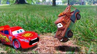 Lightning McQueen #95 vs. Tow Mater Backwards Driving Race Cars 3 Toys 4 Kids Disney Pixar Toy Story