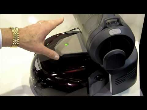 Robot Vacuum Can Empty Its Own Dust Bin