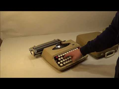 Smith Corona Corsair Manual Typewriter with Case