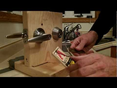 How to pick a lock (Schalge) using all youtube learned skills and home made tools