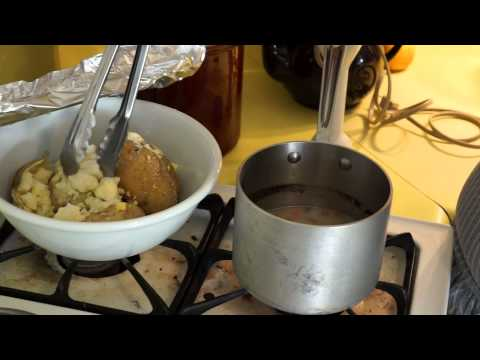 How To Make Turkey Gravy. It's Even Wheat and Dairy Free!