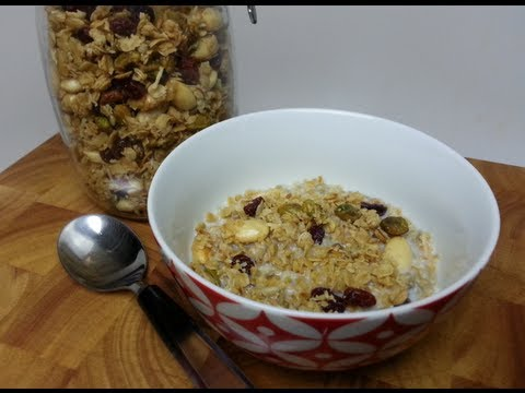 HOW TO MAKE YOUR OWN TOASTED MUESLI / GRANOLA