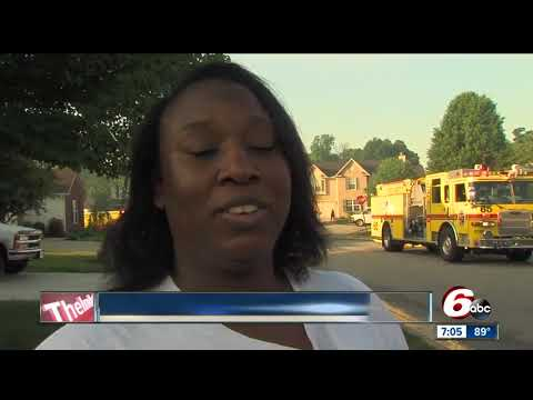 Woman calls 911 while walking to tell neighbors their house is on fire