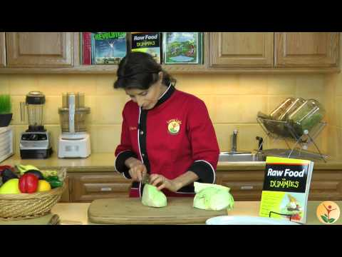 Raw Food Spotlight: How to Cut and Core a Cabbage