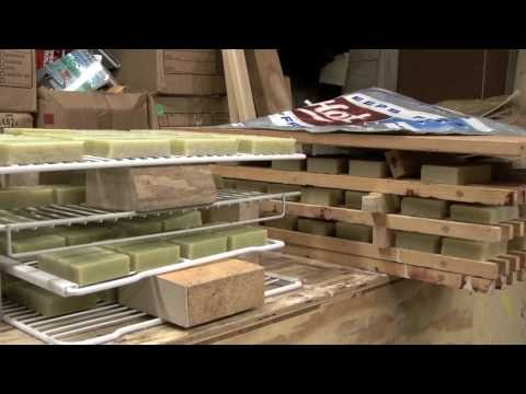 Making Homemade Soap - Cutting to Size 2 / 2 w/ Earthway Experience