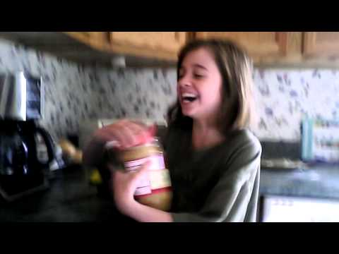 How to make a peanut butter sandwich! Funny!!