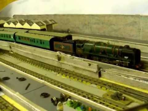hornby dublo 3 rail loco realistic slow speed starts