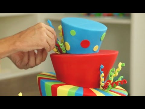 How does it stay up? Amazing Topsy Turvy Cake Timelapse