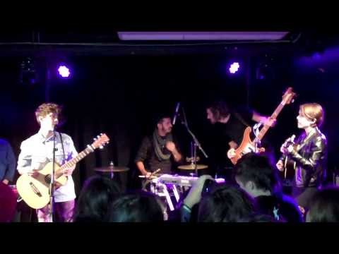 Tegan and Sara | Live | 'Back In Your Head' | London | Music News