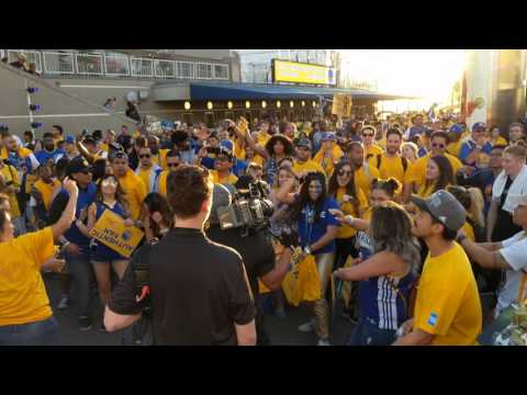 Warriors Celebration Outside Oracle Arena @ NBA Finals 2017 Game 2 (6/4/17) [4K]