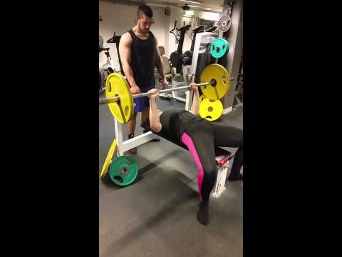 Sara benchpress 50kg for unlimited reps