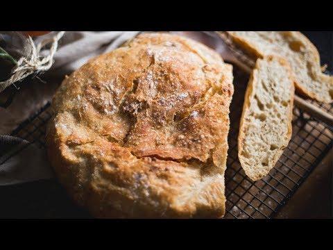 EASY CRUSTY NO KNEAD ARTISAN BREAD in Cast Iron Pot │ Mi Terruño Food