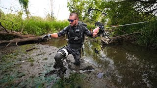 BowFishing In DEEP Mud for BIG Fish!! (Perfect Shot)
