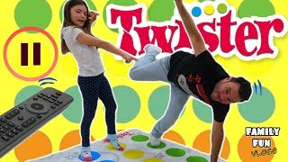 Download PAUSE CHALLENGE Jugando a TWISTER / Family Fun Vlogs Video