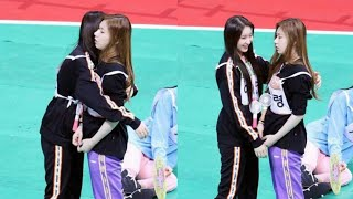 Download IZ*ONE's Chaeyeon & ITZY's Chaeryeong Cute Interaction at ISAC 2019 Video