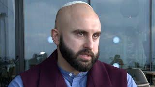 תפילין וכיפה בלב איראן: היהודי שלא מפחד לבקר במדינות ערב