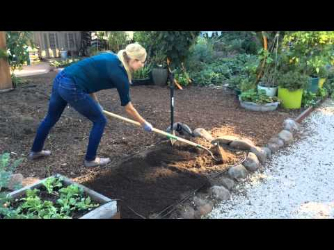 Adding Compost To Soil | Sunset