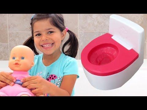 BABY POTTY Training - bubble bath - bottle feed - mess on floor