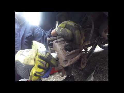 Как поменять задние тормозные колодки ford mondeo