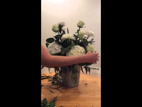 How to make a large Christmas flower arrangement