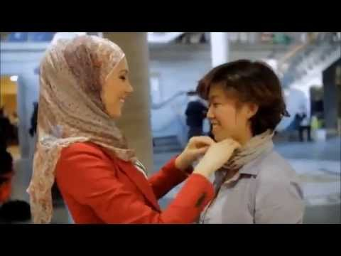 Xxx Mp4 See The Reaction Of Non Muslim Girls To Wear The Hijab Moment 3gp Sex