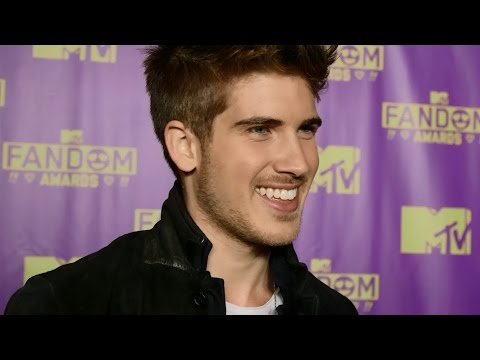 Joey Graceffa Reacts to Shane Dawson's