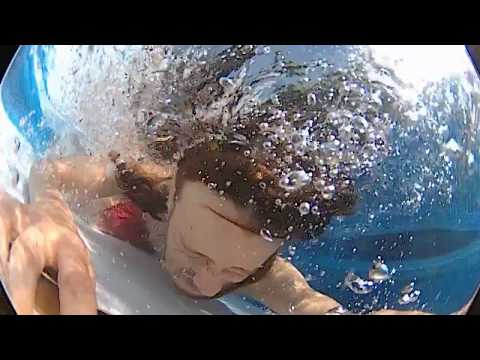 ALMOST DROWNED FINGERBOARDING UNDERWATER INSANE PART! TECH DECK TRICKS in a pool 2017
