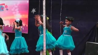 In Panchiyo ko Dekhakar dance