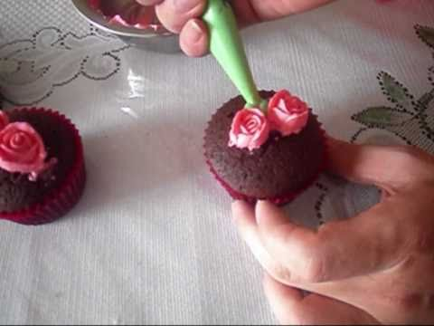 Cake Decorating: decorate cupcakes with small buttercream roses