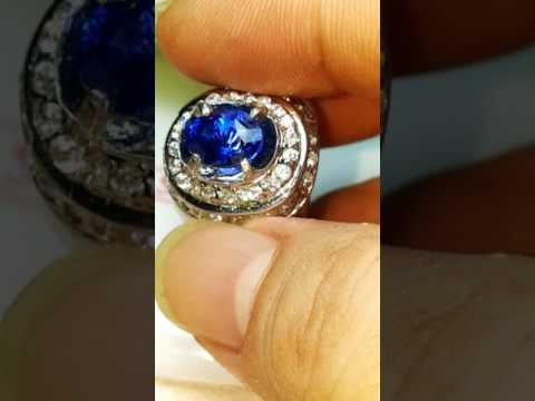 HQ Royal blue sapphire 2.79 cts + Certificate