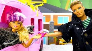 Download Видео про игрушки и плей до: Кен готовит для Куклы Барби! Video