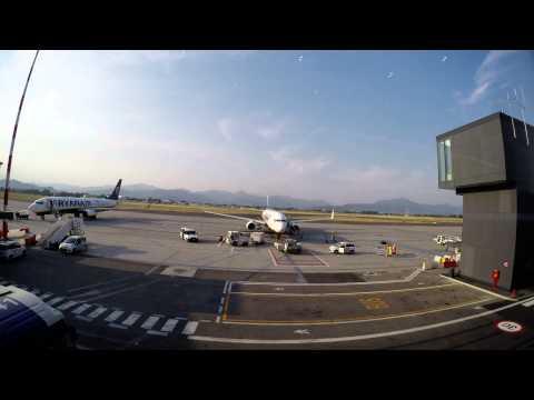 (HD) Bergamo, Airport Orio al Serio, Ryanair, Boei