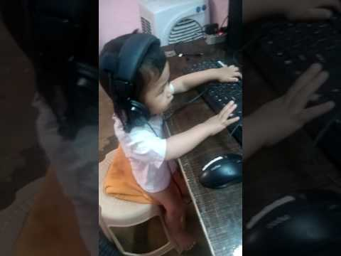 Baby playing COC on pc