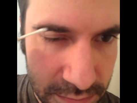 The Proper Way To Clean Your Ears With A Q-Tip