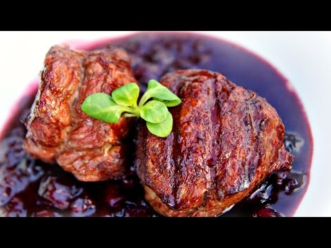 Filet mignon & blueberry sauce - Grilled on the weber kettle