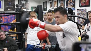 Download MANNY PACQUIAO SMASHES DOUBLE END BAG TRAINING FOR KEITH THURMAN FIGHT! Video