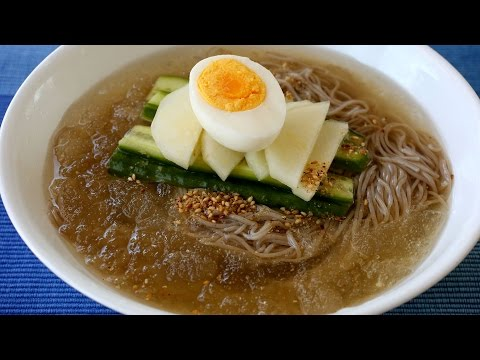 Cold noodle soup (Mul-naengmyeon: 물냉면)