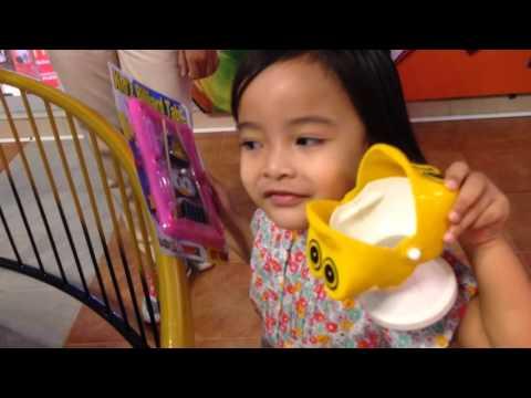 Zara bermain di Kids City Transmart Cilandak Jakarta