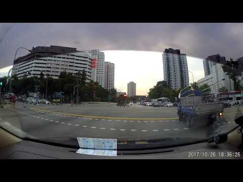 Singapore blue truck GBE2826X beating red light