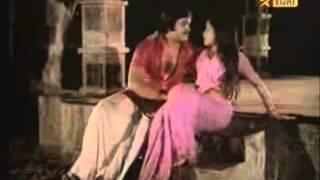 actress Sulakshana hot wet saree song
