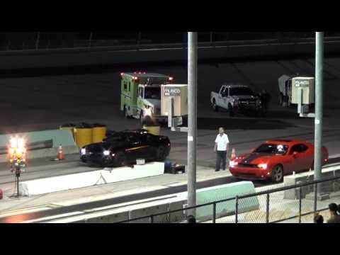 ZL1 Camaro vs SRT 8 Dodge Challenger drag race!