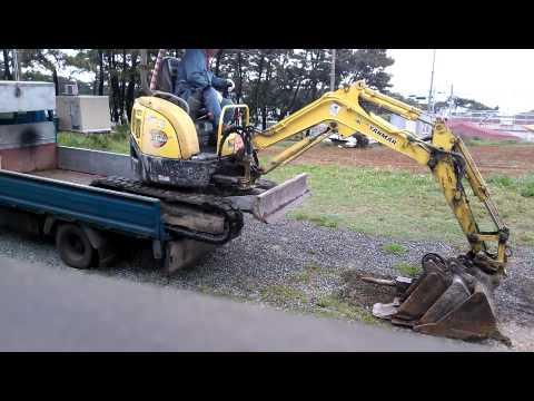 YANMAR MINI EXCAVATOR  VIO20 / digger loading