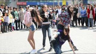 Girl's Day Flash Mob performance dance